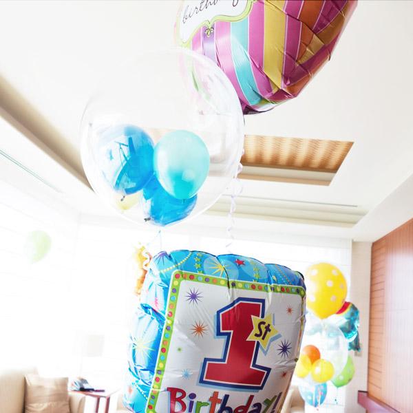 家族でお祝いを。1才の誕生日のためのバルーン電報
