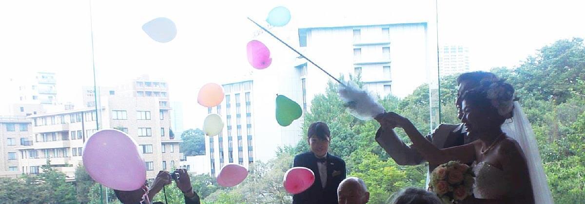 結婚式やパーティー、イベントで、テーブルラウンドでのバルーンスパーク